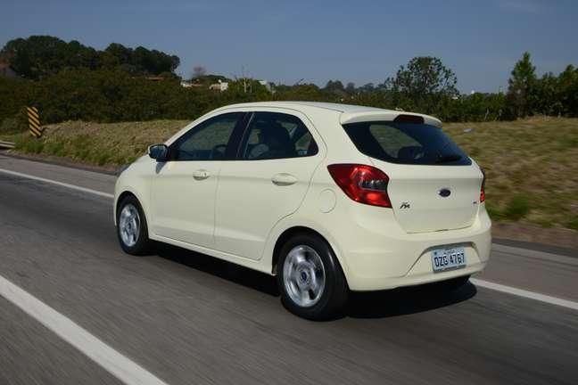 <p>Por fora, o novo Ka não é tão inovador. A frente traz a característica grade trapezoidal dos modelos globais da Ford, com linhas marcantes nas laterais e traseira que lembra tanto o Gol, quanto o Onix</p>