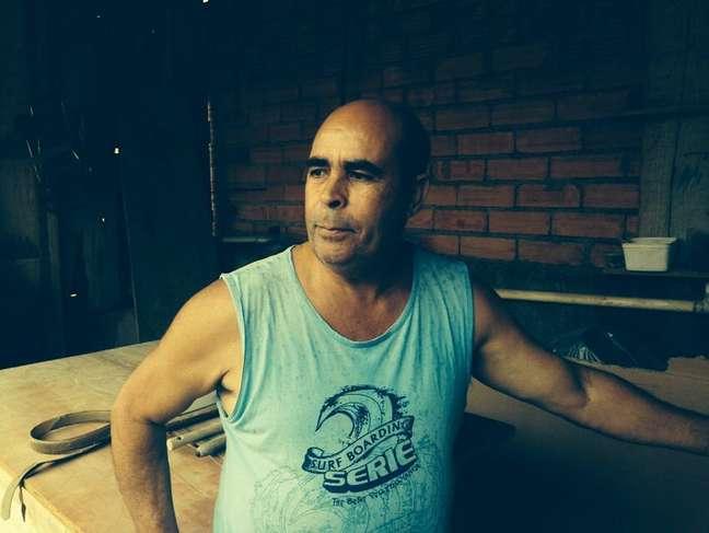 Marceneiro Luciano Pereira, vizinho do terreno onde primo de Bruno diz que Eliza Samudio foi enterrada, acredita ser impossível que ossada de ex-modelo esteja no local