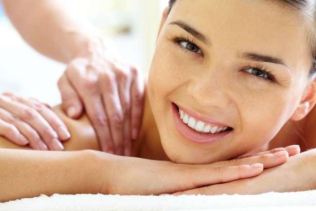 <p>Aliadas da beleza feminina, as massagens desintoxicantes são contraindicadas apenas em casos de trombose, doenças de pele, insuficiência renal e hepática, infecções, febre, patologias descompensadas ou tumores malignos</p>