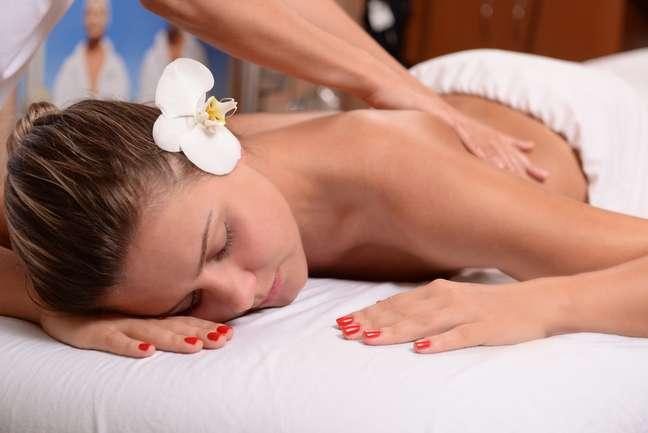 As massagens desintoxicantes são capazes de modelar as curvas, tonificar a pele, reduzir medidas e, até mesmo, reduzir os efeitos provocados pelas celulites