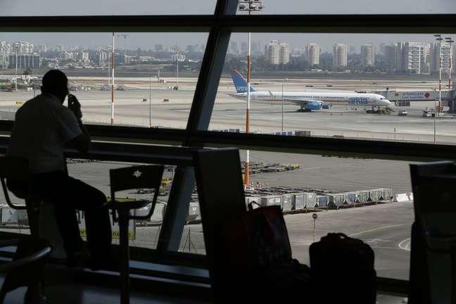 Três disparos com foguetes foram realizados no aeroporto da cidade nesta sexta-feira