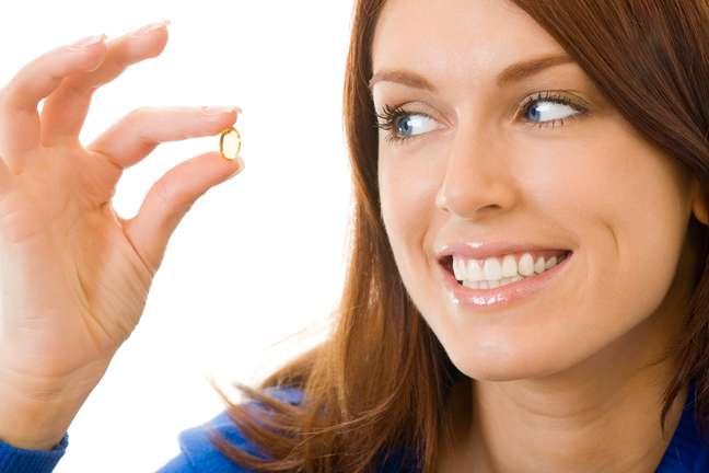 Rico em proteínas, o óleo de amendoim em cápsulas é capaz de fortalecer as células da pele e combater o envelhecimento precoce
