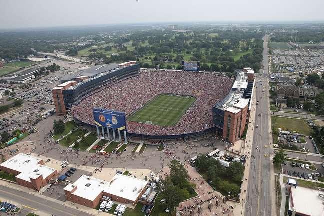 <p>Estádio de Michigan (EUA) recebeu 109 mil torcedores para Manchester United x Real Madrid em 2 de agosto</p>