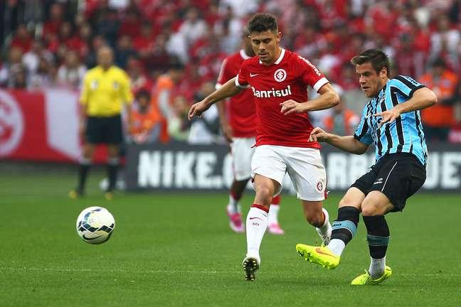 <p>Alex comemora vitória do Inter</p>