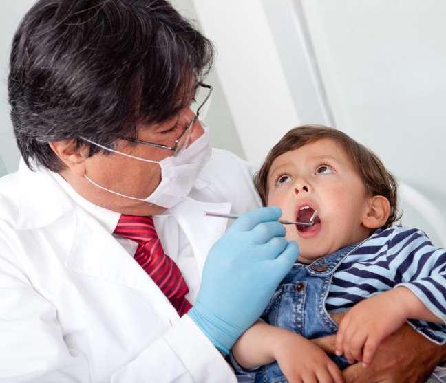 Antigamente, as pessoas só procuravam o dentista em caso de extração. Então o medo vem, em parte, das histórias dos mais velhos