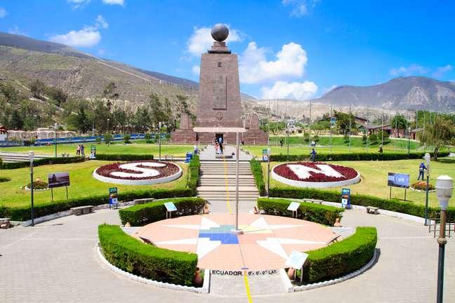 Atrações em Quito incluem o monumento conhecido como a Metade do Mundo