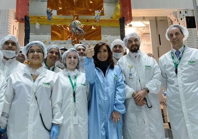 Kirchner postou uma imagem em que aparece junto da equipe responsável por projeto