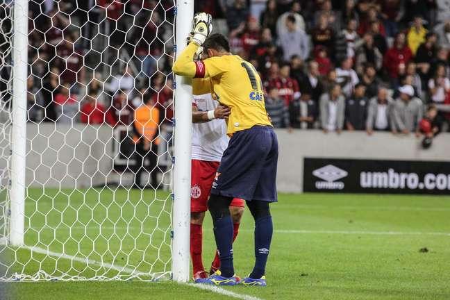 Weverton lamenta eliminação da Copa do Brasil