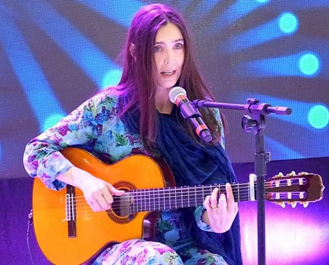 Adriana Calcanhotto durante participação no 'Mais Você'