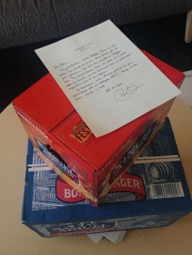 """<p>Casa Branca contou em uma de suas contas oficiais no Twitter que tinha enviado as cervejas a Di Rupo para """"cumprir a aposta""""</p>"""