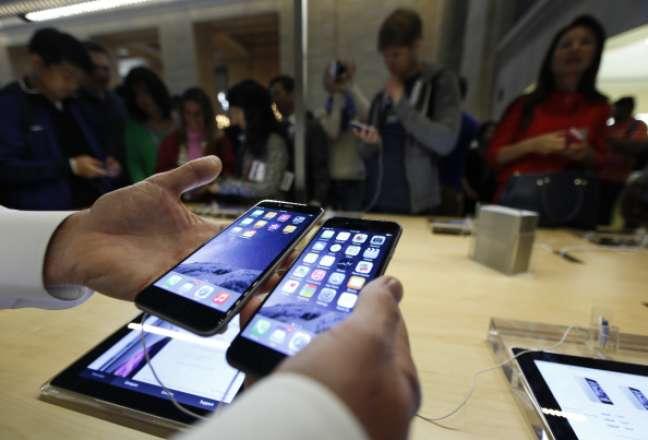 <p>Foram vendidas 10 milhões de unidades do Iphone 6 e Iphone 6 Plus</p>
