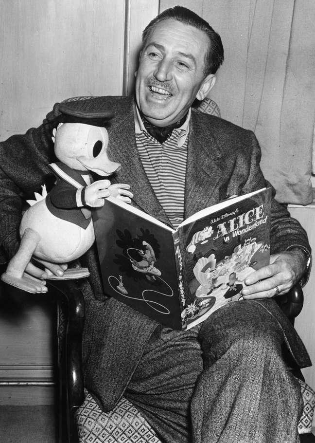 De personalidade forte, Disney costumava dizer que estourava como o Pato Donald. Brigava muito com seu irmão Roy e depois pedia perdão. Enquanto Walt sonhava e criava, Roy representava a razão e dirigia os negócios