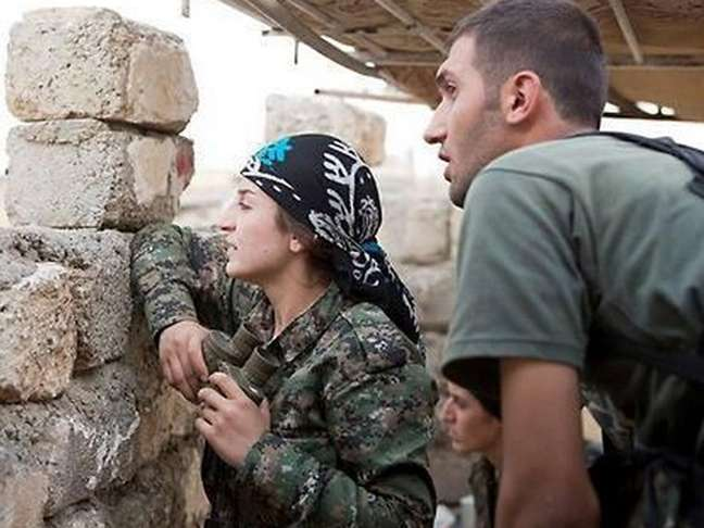 <p>Apesar dos ataques dos jihadistas, as Unidades de Proteção do Povo (YPG), principal milícia curdo-síria, conseguiram repelir a invasão do EI</p>