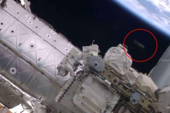 Suposto óvni aparece na imagem - entre a ISS e a Terra
