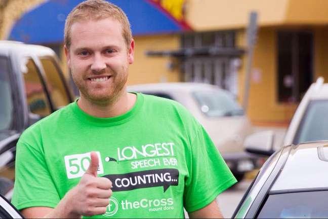<p>Zach Zehnder (foto), pastor da igreja &quot;The Cross&quot; em Mount Dora, queria superar o recorde anterior do Guinness, cifrado em 48 horas e 31 minutos e realizado por Vickrant Mahajan na &Iacute;ndia</p>