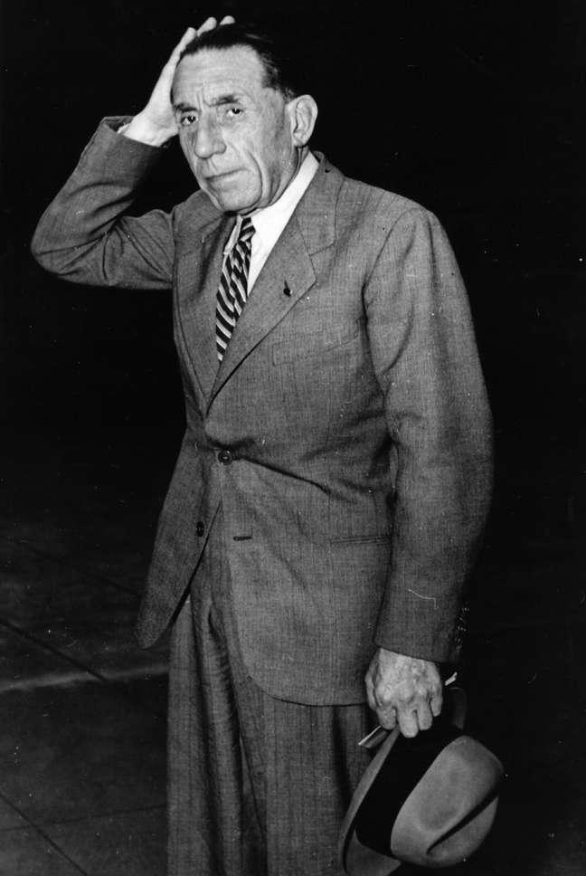 Já bastante doente, Louis Renault se entregou à Justiça francesa em 1944 para ser julgado pela acusação de ter colaborado com os nazistas