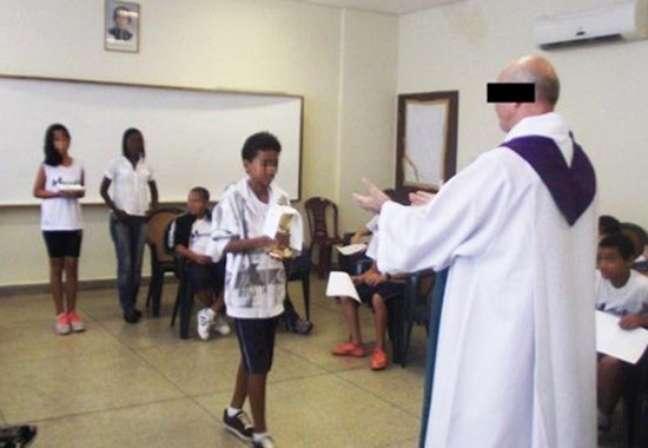 Padre Jan Mathieu Van Dael, da ordem dos sacerdotes Sagrado Coração de Jesus (SCJ), é responsável há mais de 20 anos pelo Sítio Esperança da Criança, na praia de Pernambuco, em Caucaia, próximo a Fortaleza (CE)