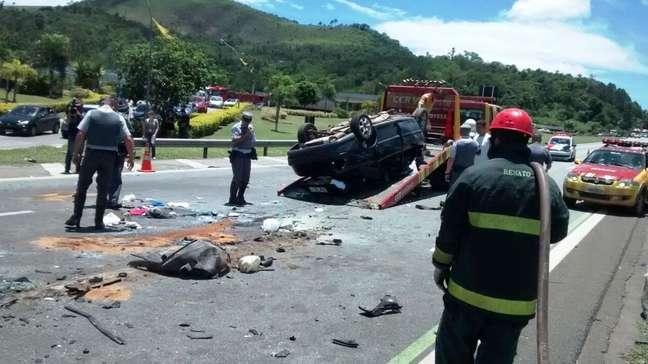 De acordo com a Polícia Rodoviária, o acidente aconteceu por volta das 11h e deixou o trânsito lento na região