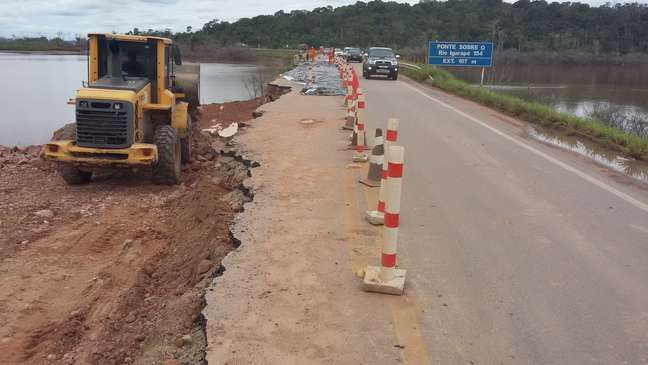 Estradas próximas do rio Madeira ficaram destruídas