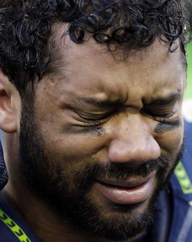 Russell Wilson chora após lançar o TD da vitória na prorrogação