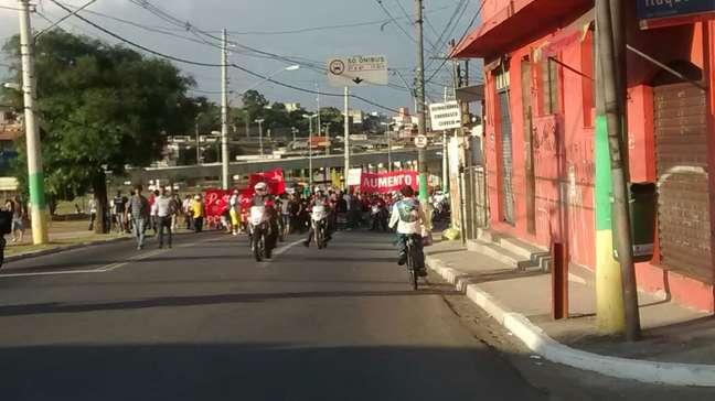 <p>Grupo passou pelo cruzamento entre a avenida Itaquera e a rua Castelo do Piauí</p>