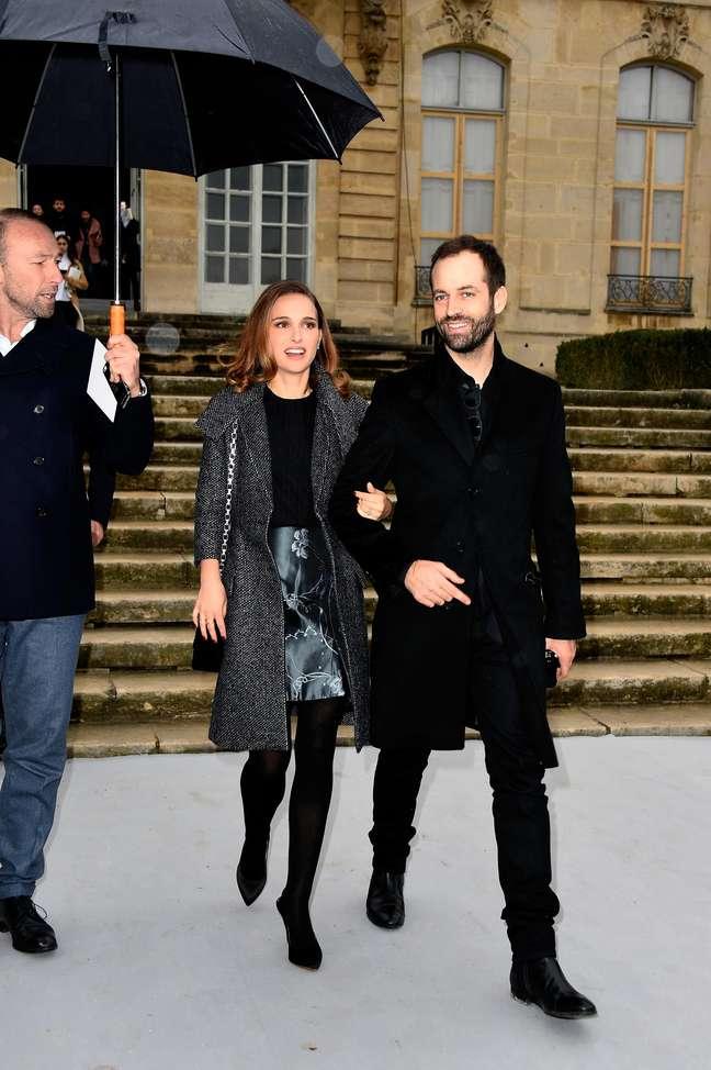 <p>A atriz compareceu ao evento acompanhada do marido,Benjamin Millepied</p>