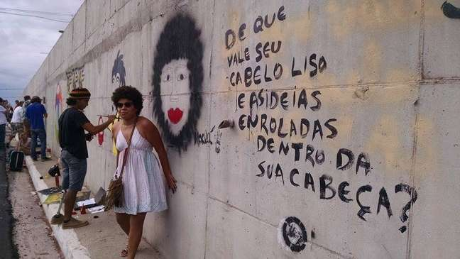 <p>Grafiteiros denunciam qualidade dos empreendimentos e deixam vários recados sociais</p>