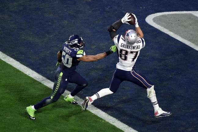 Só um linebacker na marcação? Vida fácil para Rob Gronkowski fazer o segundo touchdown dos Patriots