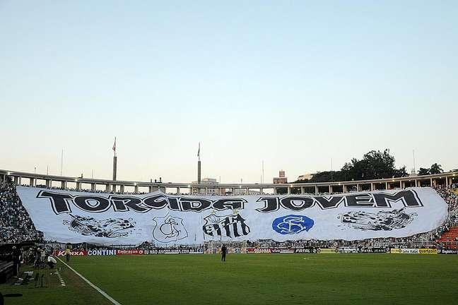 Sem arena, Santos ainda estuda ficar com o Pacaembu em definitivo