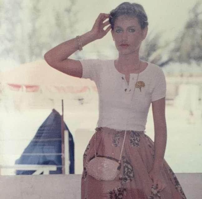 Desde sexta-feira Xuxa posta fotos antigas de si mesma