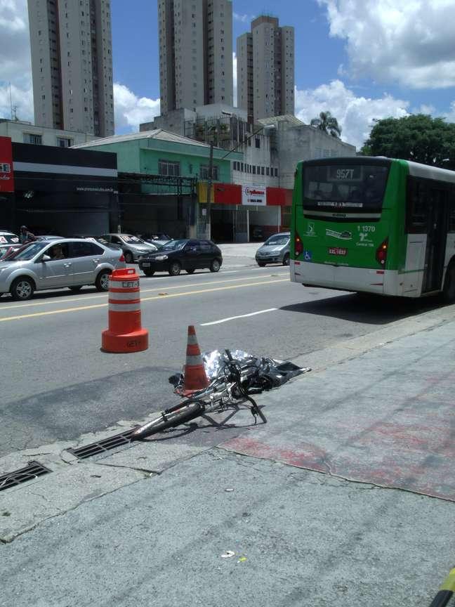 Mulher morreu atropelada na avenida João Paulo I, zona norte de São Paulo