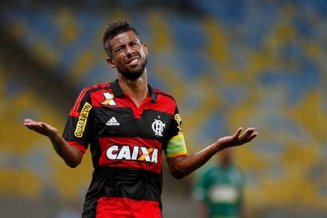 Léo Moura desistiu de acerto com Vasco