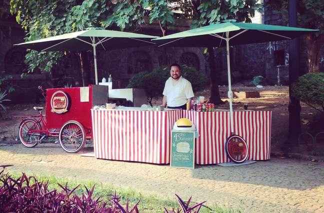 Danilo Tanaka deixou de lado a fotografia após transformar uma bicicleta em ponto de venda de hambúrgueres