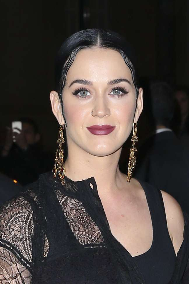 Penteado e maquiagem de Katy Perry também foram inspirados no desfile
