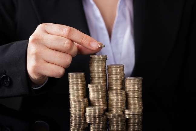 Nos pequenos negócios, mulheres ganham 23,5% menos do que os homens, enquanto nas empresas de grande porte a diferença salta para 44,5%