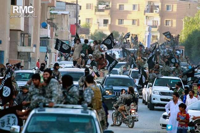 <p>O Estado Isl&acirc;mico submete os&nbsp;menores recrutados a cursos de instru&ccedil;&atilde;o militar e religi&atilde;o</p>