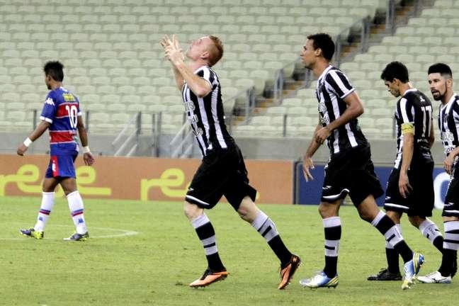 Charles comemora gol que colocou Ceará na liderança do grupo