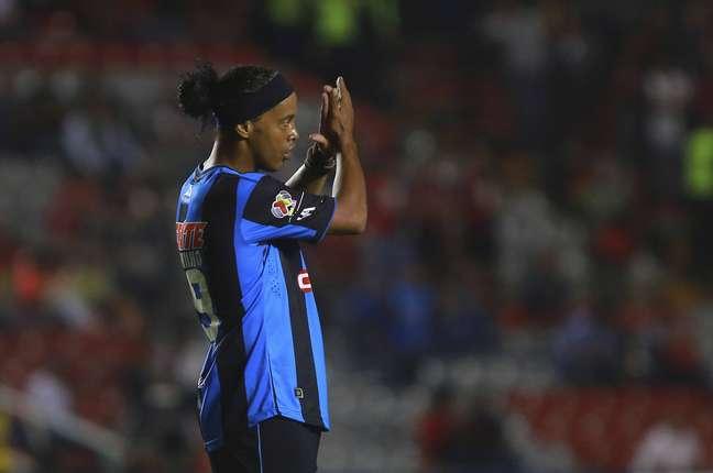 Ronaldinho está no time mexicano Querétaro