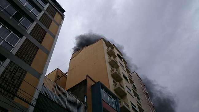 <p>Prédio no bairro de Santa Cecília foi esvaziado por precaução; ninguém ficou ferido, segundo os Bombeiros</p>