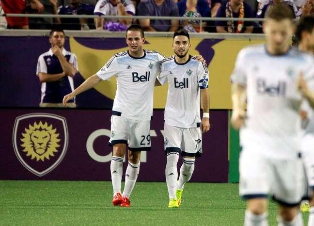 Jogadores do Vancouver Whitecaps comemoram gol de Rivero