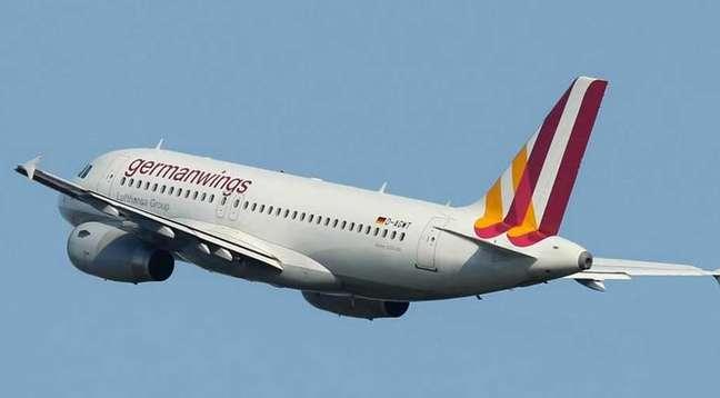 Avião da companhia aérea Germanwings caiu na manhã desta terça-feira após pedido de socorro