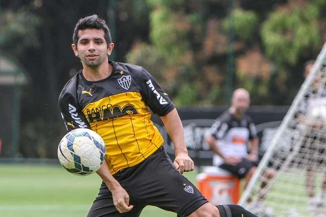 Jogador chegou até a posar com a camisa de time mexicano