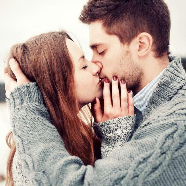 <p>O beijo gasta calorias, relaxa e ainda ajuda na limpeza dos dentes</p>