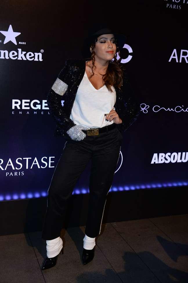 No baile da revista Vogue, em fevereiro, o tema eram os bailes de máscaras da corte francesa e de Veneza. Mas ela resolveu ir de Michael Jackson, digamos que meio fora do dresscode do baile. O que será que o cantor pensaria dessa homenagem?