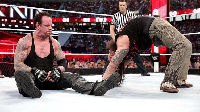<p>LendaUndertaker venceu Bray Wyatt em seu retorno aos ringues após um ano</p>