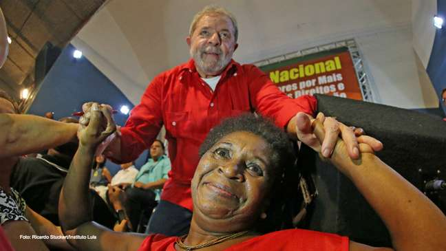 """<p>Lula voltou a dizer que o combate à corrupção é mérito do PT, que foi quem começou a """"tirar a sujeira de debaixo do tapete""""</p>"""