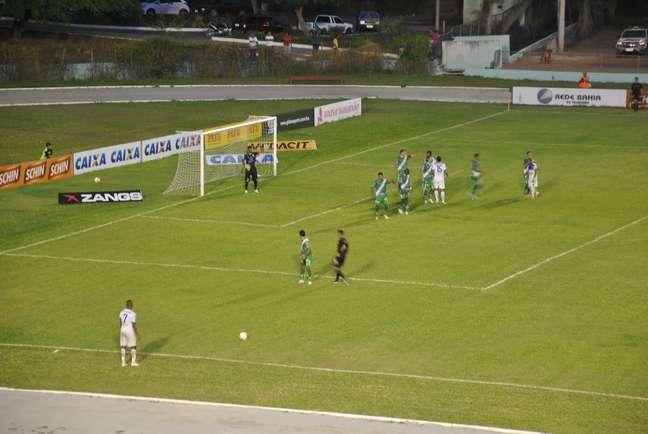 <p>Com a vit&oacute;ria por 3 a 0, o Vit&oacute;ria da Conquista abre vantagem na semifinal do Baiano</p>