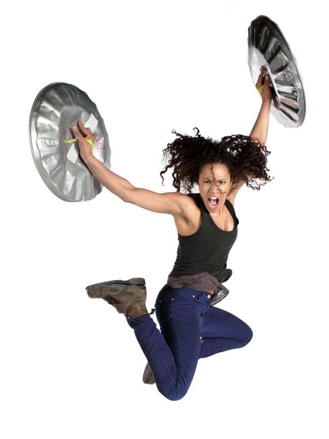 <p>Dança e música se misturam no show do Stomp que também está recheado de cenas engraçadas e batucadas com objetos inusitados</p>