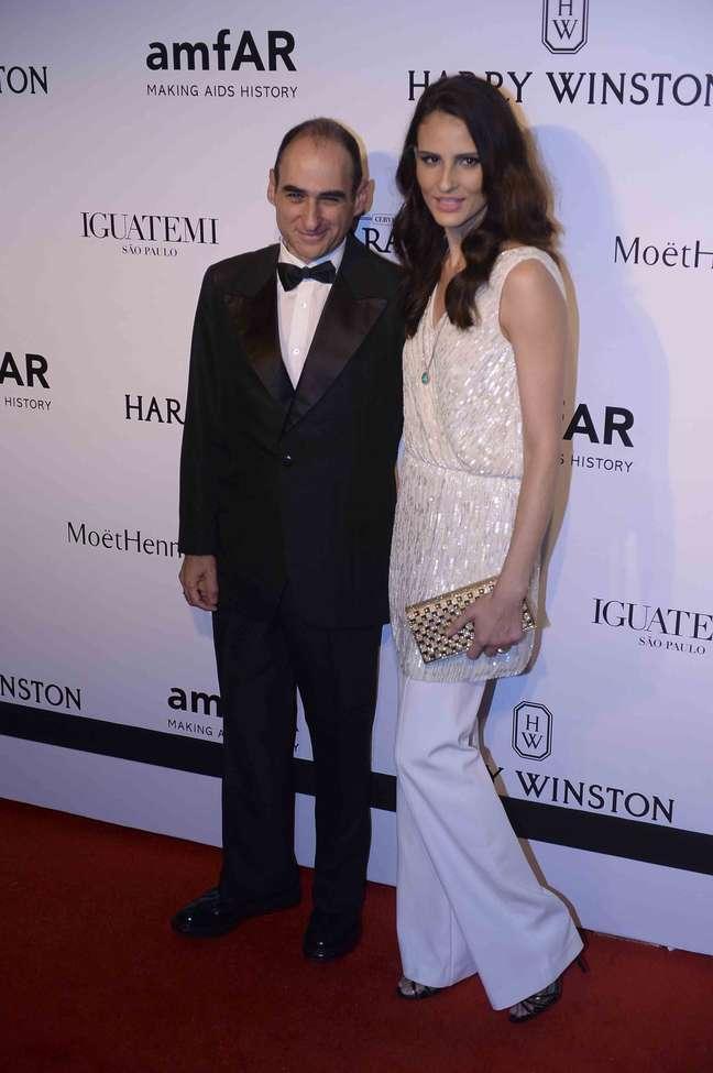 <p>Fernanda Tavares foi acompanhada aobaile de gala de amfAR</p>