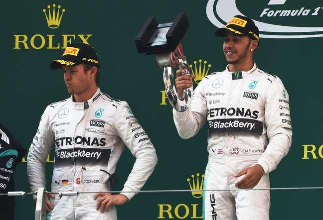 Hamilton e Rosberg no pódio: farpas em entrevista